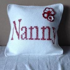 Nanny_crochet_cushion_red