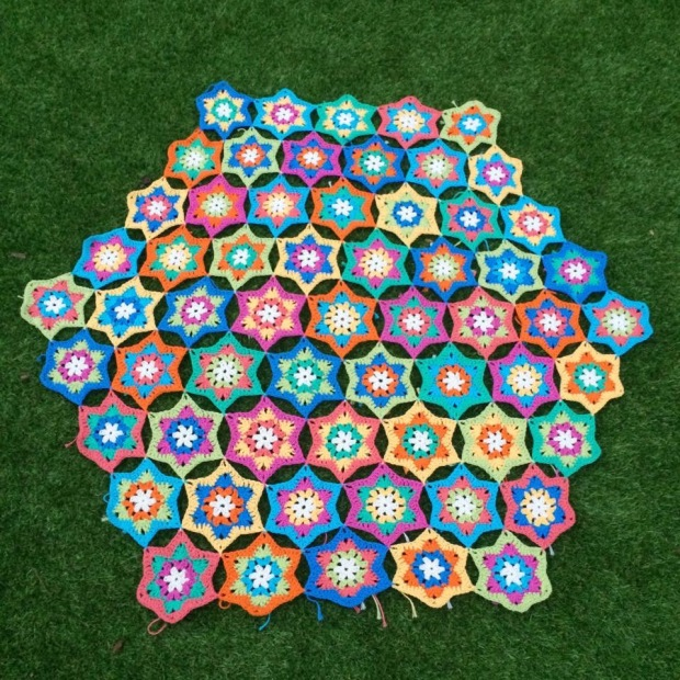 PatternPiper Hexagon Star Throw - Ends