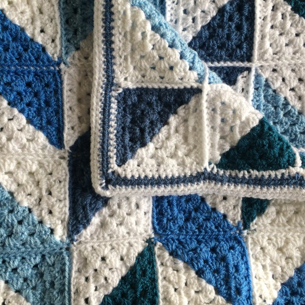 PatternPiper_Blue_White_Herringbone_Blanket_05